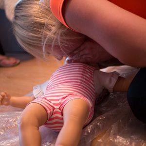 Przeprowadzenie resuscytacji niemowlak i noworodka